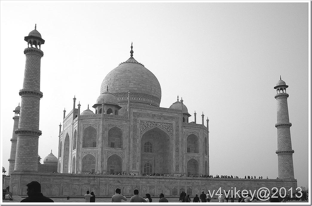 side view of Taj Mahal