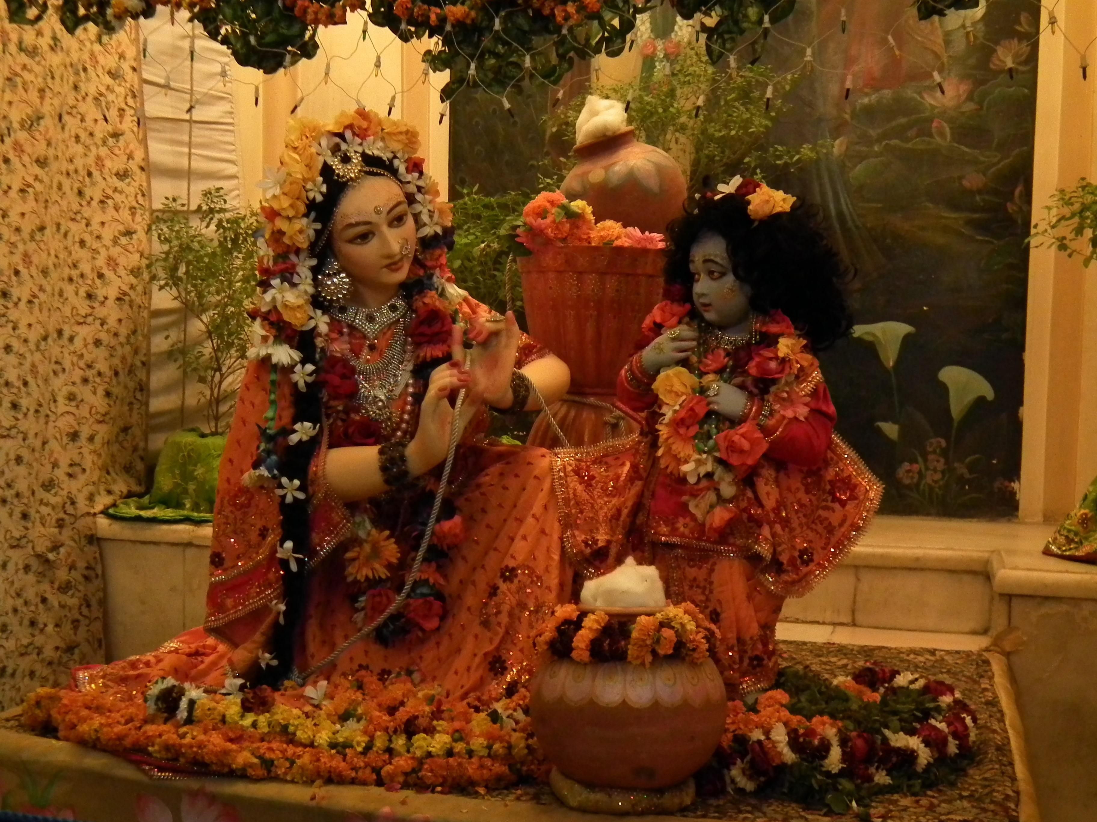 Krishna with Yashoda at ISKCON Vrindavan « Wallpaper Tadka