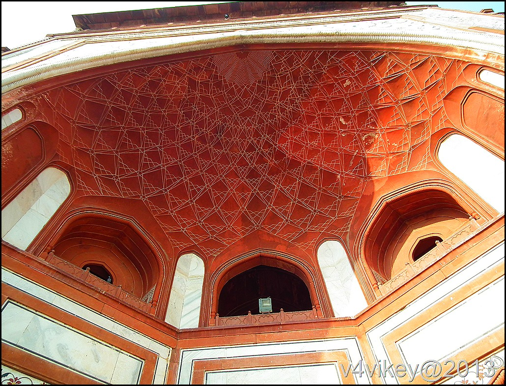 The Beautiful work of Entry gate of Tajmahal